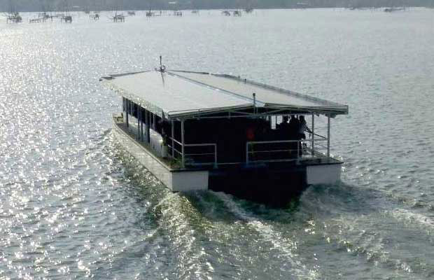 Solar Powered Boat Service