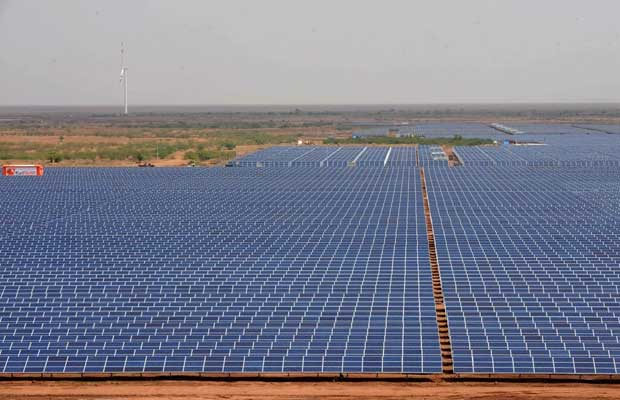 Government of India plans mega projects to overcome land problems for solar energy