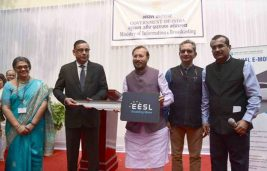 Javadekar Flags off E-Vehicles Procured from EESL