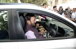 5 Lakh Govt Cars to be Replaced by E-Vehicles: Javadekar