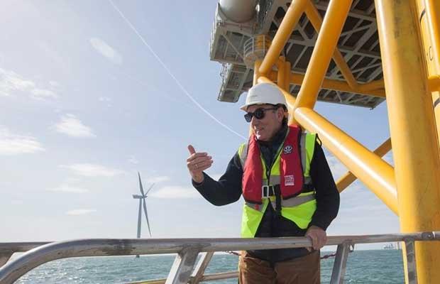 Ignacio Galán, presidente de Iberdrola, en el parque eólico marino West of Duddon Sands, en aguas del Reino Unido